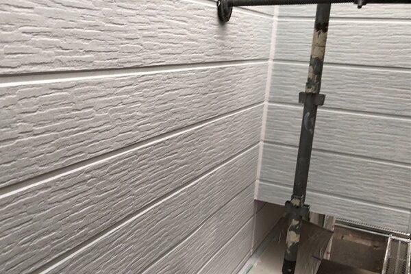 埼玉県越谷市 S様邸 外壁塗装・屋根塗装・付帯部塗装 3度塗りとは 下塗りの役割 (1)