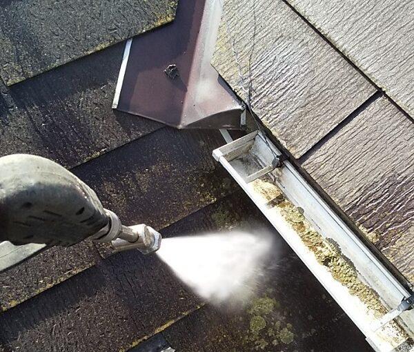 埼玉県久喜市 H様邸 屋根塗装・外壁塗装・付帯部塗装 高圧洗浄の目的とは 塗装しない場所も洗浄します! (4)