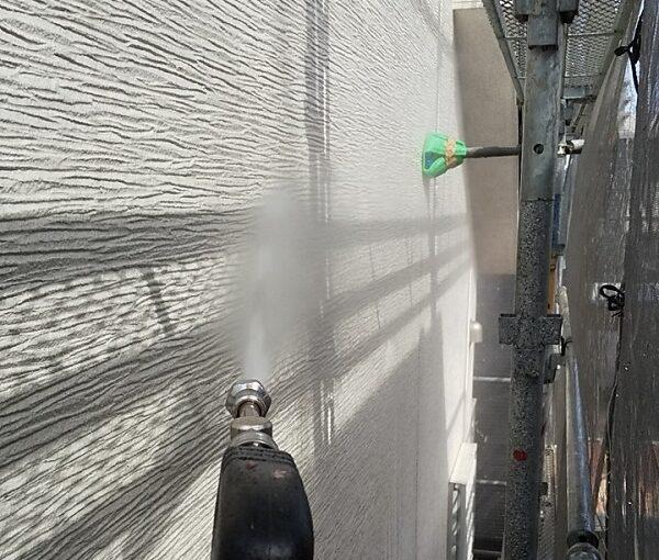 埼玉県久喜市 H様邸 屋根塗装・外壁塗装・付帯部塗装 高圧洗浄の目的とは 塗装しない場所も洗浄します! (17)
