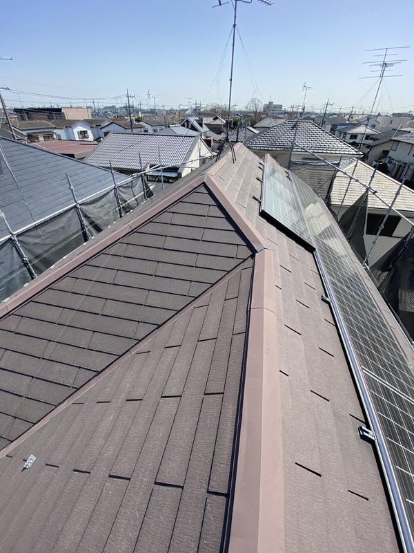 埼玉県久喜市 屋根工事 施工前の状態② 棟板金の浮き 雨樋の歪み 屋根材の欠け、割れ (3)