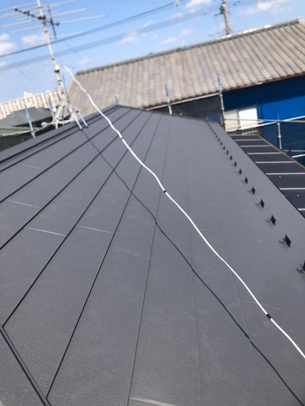 千葉県市川市 屋根葺き替え工事 防水シート(ルーフィング)張り 屋根材設置 ガルバリウム鋼板 (1)