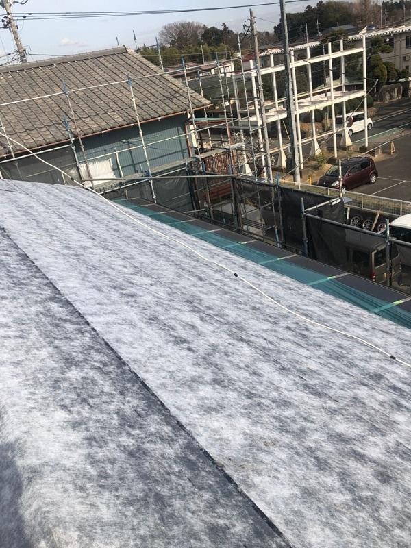 千葉県市川市 屋根葺き替え工事 防水シート(ルーフィング)張り 屋根材設置 ガルバリウム鋼板 (2)