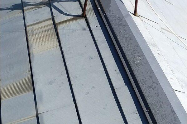 埼玉県白岡市 O様邸 屋根塗装 施工前の状態 もらい錆びとは (1)